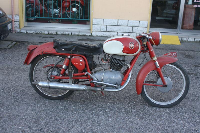 Gilera 125 extra rossa prima del restauro