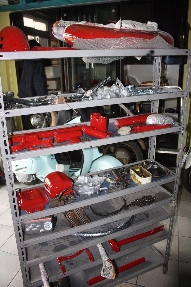 I componenti restaurati pronti per l'assemblaggio